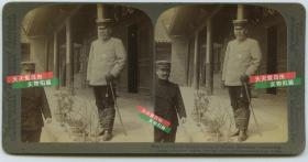 清末民国时期立体照片公司--日本驻华满洲军总司令,元帅,陆军大将大山岩在沈阳奉天的司令部中,胸前佩戴着勋章。之前曾任中日甲午战争的日军第二军长
