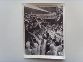 老照片:【※1966年,天津市医生们,上山下乡为农民看病※】