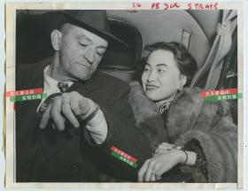 民国1948年前美国第十四志愿援华航空队飞虎队司令陈纳德将军和妻子陈香梅女士合影