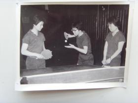 老照片:【※1966年,女子乒乓球国家队员---郑敏之,李赫男,林慧卿※】