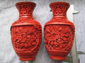 优惠出售日本回流《雕漆小花瓶一对》品相完整