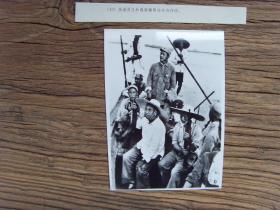 1979年新华社老照片:【※ 朱德和聂荣臻在白洋淀※】