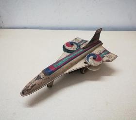 造型奇特的文革铁皮飞机模型玩具