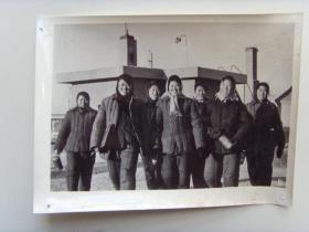 """老照片:【※1966年,大庆油田女工,""""先进女子采油井组""""※】"""
