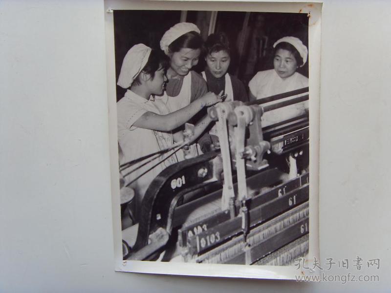 老照片:【※1966年,上海国棉一厂--杨富珍(全国著名劳模,上海市委常委、徐汇区委书记)※】
