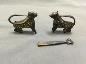 明代或更早宋元 兵符式铁错金 瑞兽锁一对一把钥匙
