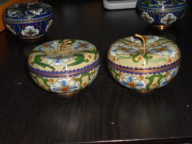 七八十年代老货纯手工铜胎景泰蓝 磨蓝对苹果开盒一对(尺寸约:直径7.7公分,高4.4公分)