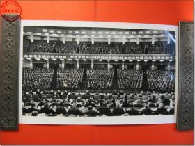 《1978年3月18日至31日全国科学大会新闻照片之01:1978年3月24日全国科学大会全体会议会场》,1978年3月原版黑白老照片,银盐纸基。尺寸规格(长×宽):30.5厘米×19.0厘米。新华社摄影记者拍摄。