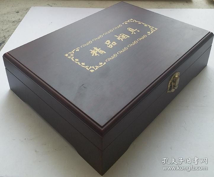 《精品烟具》  高档玻璃精品烟具(烟灰缸、打头机),精美红木包装盒,是成功人士办公桌上高档摆件,又实用又大气!是一种高雅的摆件!