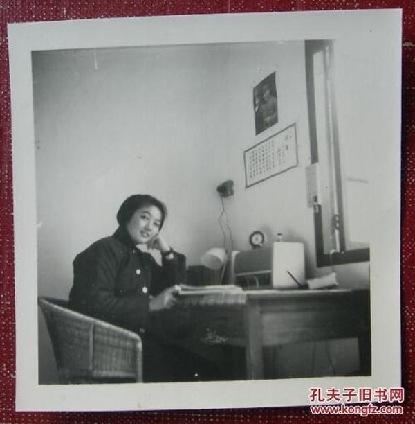 文革老照片:美女,居室毛主席像《陌上花开系列》