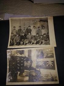 2张文革时期的照片(像章标语毛选集是四本的)