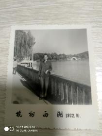 文革照片:杭州西湖单人照