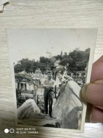 60年代照片:于香港虎豹别墅单人照