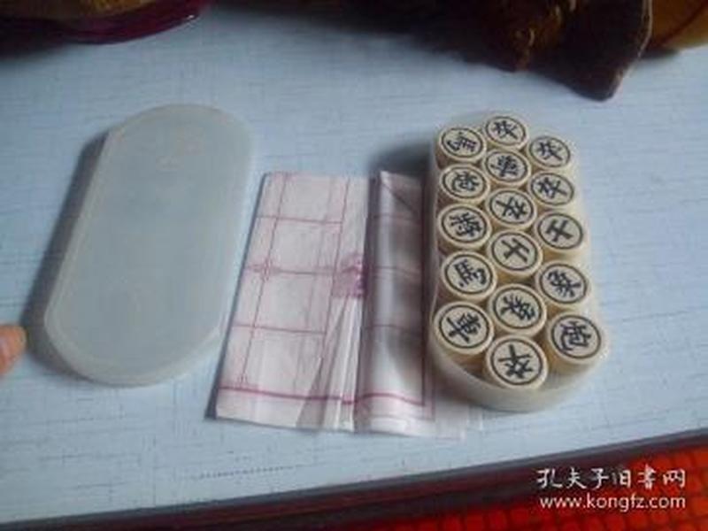 双鹰牌中国象棋1副-------子径2.8*高1cm