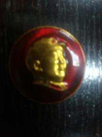 毛主席像章(头朝右,少之又少,金光闪闪)