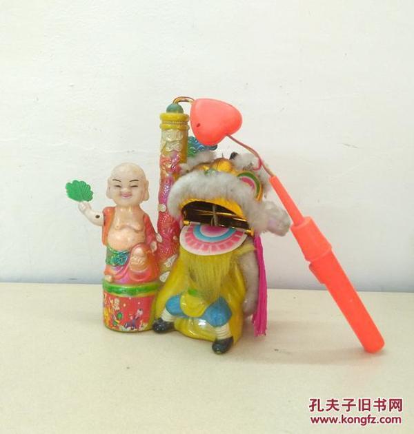 造型独特的怀旧音乐灯笼玩具