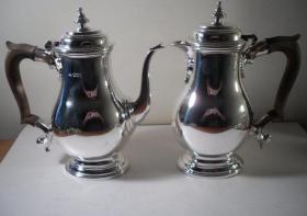 英国谢菲尔德纯银咖啡壶用具两件 银标年代:1936 重量:1220G 制造商:亨利.阿特金 品相完好