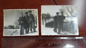 1949后任天津商业局长的任有泉和两个军装军人在天津水上公园合影 两张,背面有手写说明