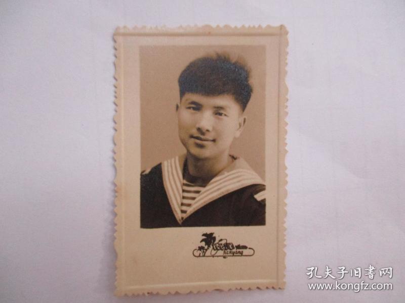 老照片:1965年海军帅小伙子(南洋照相)