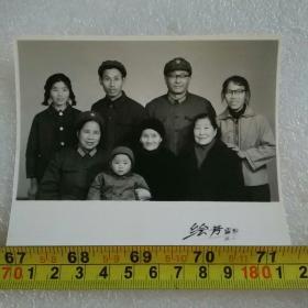 老照片;1982年革命军人的《全家福》