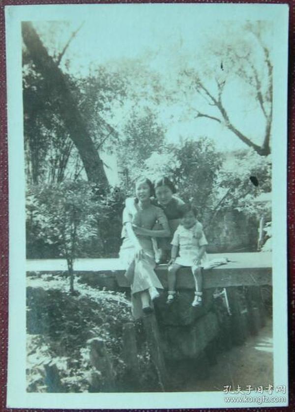 民国老照片:民国旗袍美女,石桥,画面有质感【陌上花开系列】