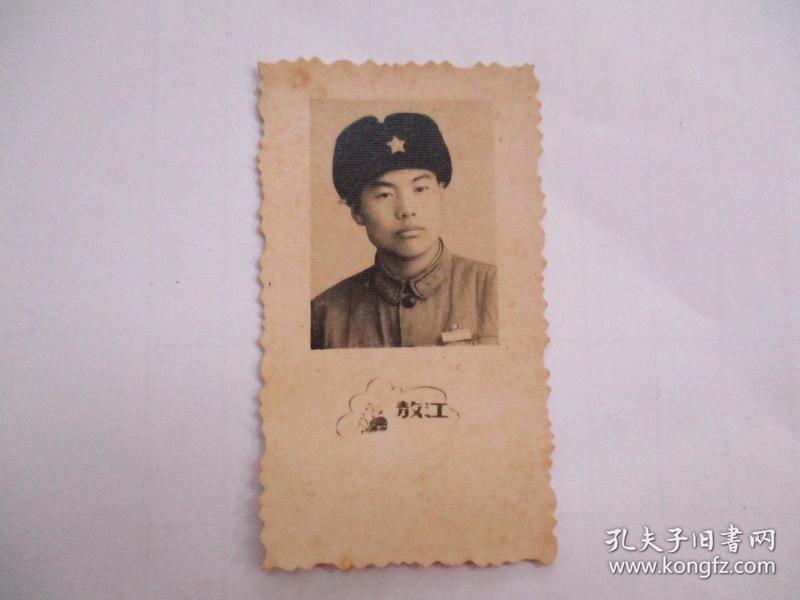 老照片:60年代戴五星军帽的军人(敖江照相)