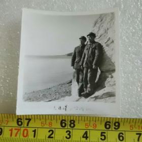 老照片;1977年大连星海公园留影