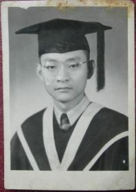 民国老照片:眼镜博士,1947年,背面英文签名【陌上花开系列】
