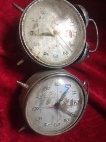 两个老闹钟