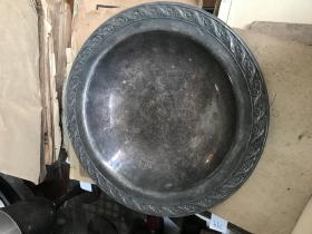 老的盘子做工精美,图案清晰