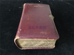 1889年意大利洋书《Manuale di Filotea di Sacerdote Giuseppe Riva》1册全,牧师冥想祈祷彩色版画插图,书夹有上世纪几张彩印书签。书边缘金色花纹漂亮,有搭扣。皮质封面后有耶稣十字架雕一个,封底凹处空缺。整体装祯稀见特别,值得收藏