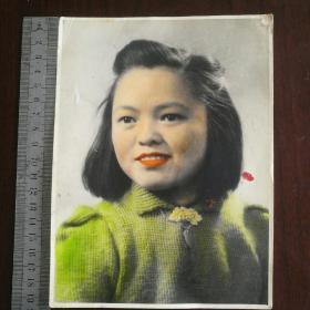 民国老照片 【穿毛衣的短发妇女】手工上色,尺寸大19.5*14.5cm