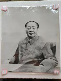 """新华社发,毛主席照片一张:《1973年9月17日伟大领袖毛主席》(27X23.5厘米)——""""供十一刊用"""""""