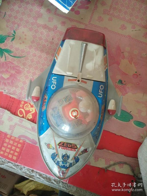 UFO铁皮玩具