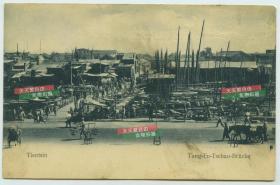 """清代天津东浮桥菜市, 那时候,金汤桥尚未兴建,大名叫盐官浮桥的""""东浮桥"""",是用木船和木板搭成的一座浮桥,便于河东、河西的人们来往而设。"""