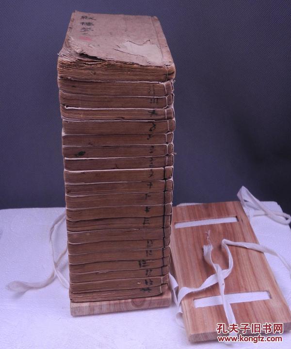 【珍本古籍小说】清代木刻小说《红楼梦》原装120回20册全套。前有木刻版画15幅。