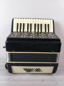 文革时期,星海牌老手风琴,包存完整,正常使用,全品,包老