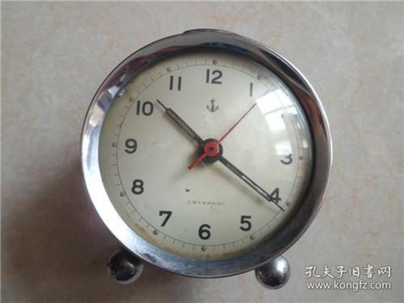 少见的铁锚闹钟只有两个扭