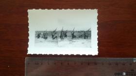 1963年宁国狮桥公社民兵练习对空射击 双接片