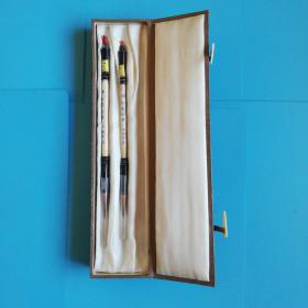 八十年代外贸出口泰山牌承白虎珍惜牛角杆毛笔一号.二号【锦盒原包装】,长21厘米直径0.5厘米