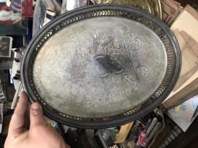 老的镂空盘子,有精美花纹图案,