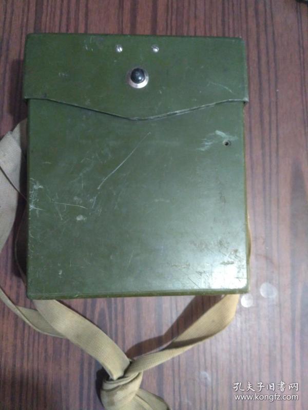 老式电话机空壳。