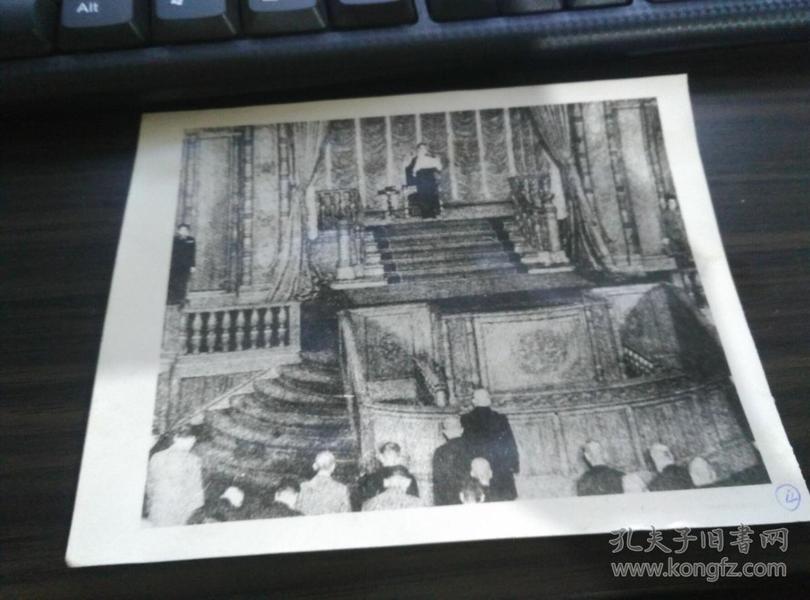 .翻印 日本投降老照片 .. 日本天皇向全中国广播日本决定无条件投降