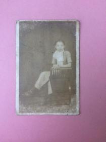照片,民国美女16,坐在椅子上,全身照
