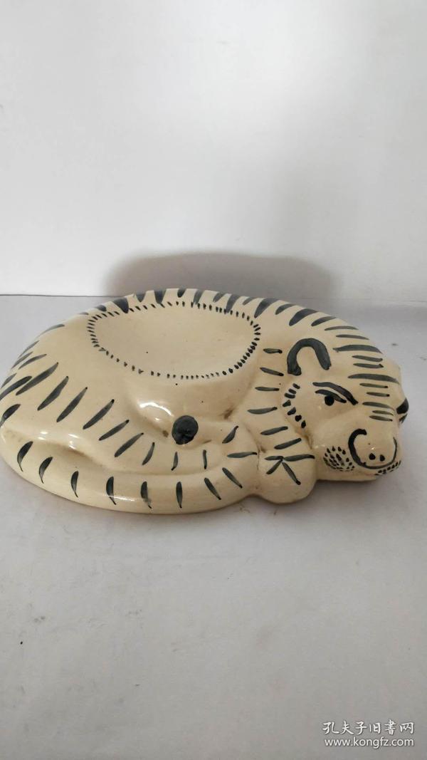 下乡收来老窑瓷凉枕,做工精细,品相一流。完好无损,尺寸如图所示