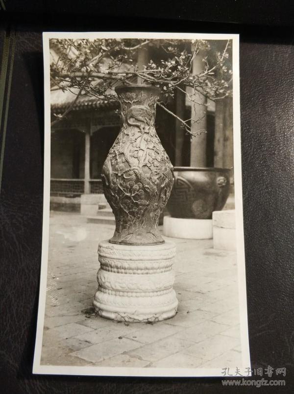 民国北京园林中花瓶照片一张