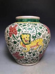 明代五彩瓷狮子纹大罐