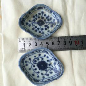 清或民国《手绘青花 菱形小碟》2个合售   包老包真[柜6-1-1]