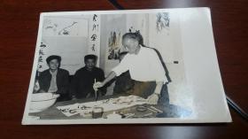 1986前后,画家王石城作画照片