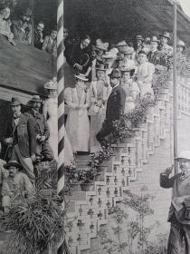 1900年 在北京赛马场的外交官员及家属  印刷画作 可作墙饰、生日礼物、收藏 或 学术研究